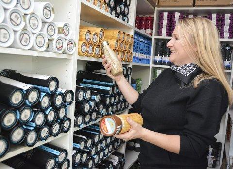 Fleire hyllemeter med sunne produkt: Monica Flagtvedt driv nettbutikken Agent M frå heimen på Hatlestrand. Her kjem ikkje plast over dørterskelen.