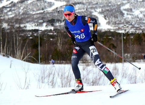 UHELDIG: Guro Femsteinevik hadde ikkje marginane med seg i sitt første hovudlandsrenn. Det blei likevel to sølvmedaljar på Hatlestrand-jenta.