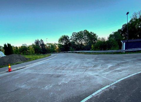 Klar for asfalt: Eikseterveien ligger klar for asfalt på mandag, helt opp til krysset ved Sognaveien.