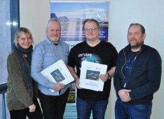 Siv Johansen (daglig leder Østbø avd. Lofoten), Anders Mjåland (daglig leder Østbø), Frank Johansen (prosjektleder for anbudet i LAS) og Gjermund Vian (driftssjef i LAS)