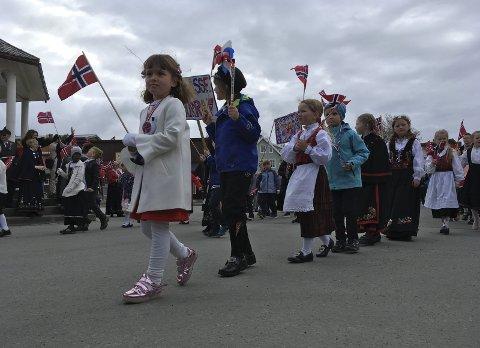 17. mai : iKabelvåg 2018.Foto: Bjørnar Larsen