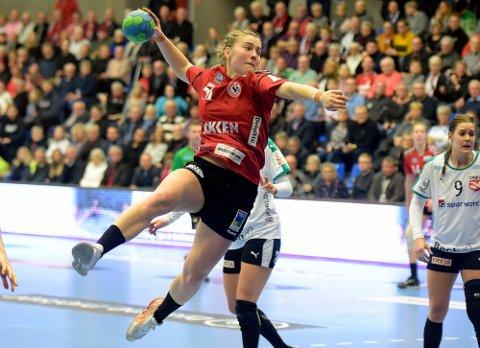 SIKKER: Vilde Mortensen Ingstad leverte fem mål på seks skudd, i tillegg til at hun skaffet straffer mot Viborg.