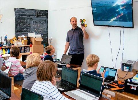 SA STOPP: Da koronaviruset kom til Norge fikk ikke Joachim Haagen Skeie undervise barn og unge om koding og annen teknologi. Slik mistet han inntektsgrunnlaget.