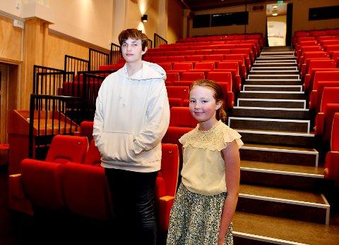 Tom Martin Jonsson har vore med i Vågå kulturskule i sju år, medan det er fyrste året Hedda Louise Barhaugen er med. Sveip for å sjå fleire bilete frå konserten.