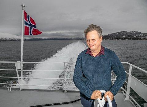 SATT I TRAFIKK: Torsdag ble de nye hurtigbåtene satt i trafikk. Her er fylkesordfører Ivar B. Prestbakmo (Sp) i Troms og Finnmark fylkeskommune fotografert under en prøvetur i fjor høst.