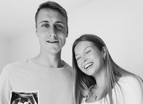 BABYLYKKE: Ulrik Yttergård Jenssen og Julie Andersen venter barn til høsten. Her deler de den gledelige nyheten på Instagram-profilen til Julie.