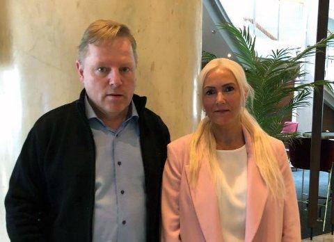 BLIR MILLIONÆRER: Bjørn-Roald Davidsen får nå flere millioner inn på konto. Her sammen med  kona Trine-Lise Uteng Davidsen.