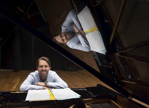 INTIMT: I kveld spiller Leif Ove Andsnes intimkonsert for vel 200 heldige publikummere i en for lengst utsolgt Blackbox i Gjøvik.
