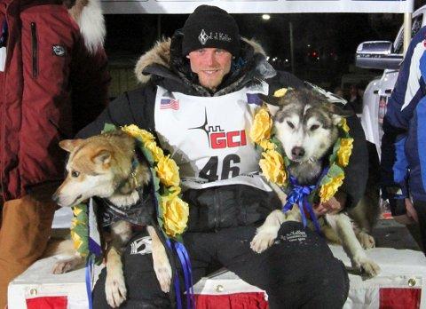 Dallas Seavey vant sitt andre strake seier i hundeslederacet Iditarod onsdag. Foto: Diana Haecker/Nome Nugget / Reuters / NTB scanpix