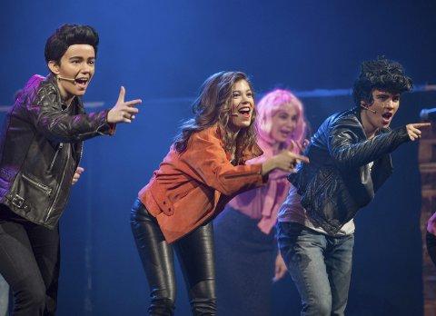 Dyktige: f.v. Maren Hauger (Danny), Billie Cockman (Sandy) og Kristine Kolltveit (Doody) imponerer med veltrimmede karakterer og godt innstudert dans og sang.  Foto: Asbjørn Risbakken