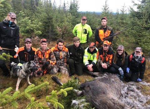 SKOLEJAKT: Elever ved vg2 skogbruk var med under elgjakt på Veståsen.