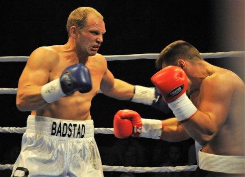 Her ttreffer Kent Erik Bådstad perfekt og sender sin motstander i golvet.