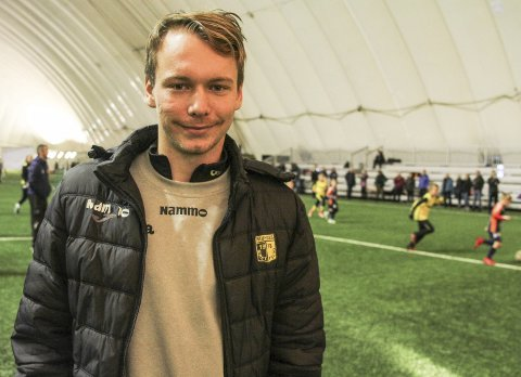 """FULL FLATE: Breddeleder Frederik Greve Monsen i Raufoss fotball, sier det i stor grad var barn og ungdom som brukte den gamle """"bobla"""" - fotballhallen som nå skal erstattes."""