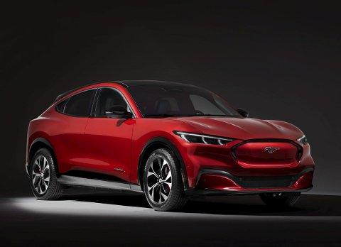 DEN FØRSTE FRA FORD: Fords første modell bygd opp fra grunnen som elbil er den sportsbil-inspirerte Mustang Mach-E. ALLE FOTO: PRODUSENTENE
