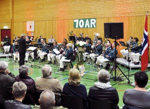 Populære: Stavern-Agnes Musikkoprs feiret sitt jubileum i Fredtunhallen på lørdag foran et stort publikum. – Korpset er utrolig viktig for Stavern, sier Ivar Karlsen.