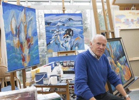 TRADISJON: Åke Berg er en kunstner med hang til tradisjoner. Like sikkert som det blir stor Torsøy-utstilling hver sommer, byr han på en egen vinterutstilling nærmere jul.