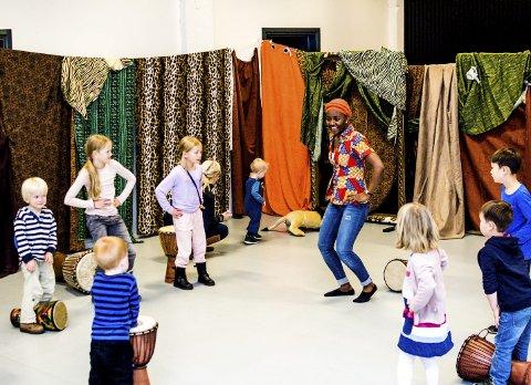 Opplevelse: Sør i Afrika danser de mer med beina, mens vi danser mest med hoftene sentralt på kontinentet. Det og mye annet kan man lære og oppleve på Barnas Verdensdager som arrangeres hvert år i Larvik.arkivfoto