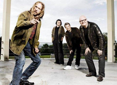 KOMMER DE?: Dance With A Stranger skulle spille på brygga i Nevlunghavn i fjor sommer. Nå er planen at de spiller 3. juli. Men vil det være mulig med masse folk?