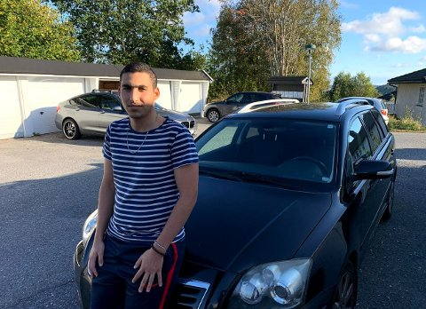 SPENT: Hussain Naim (18) er spent på om alt er registrert inn i systemet.
