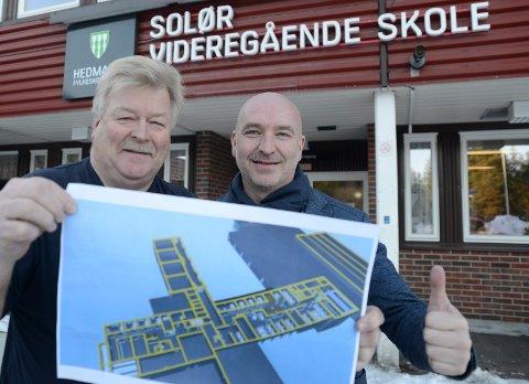 GLEDELIGLØFT: Skolen får et gledelig løft som gir bedre fysiske rammevilkår for læring, sier rektor Aeinar Moan, til høyre, og driftsleder Kjell Ivar Berget.