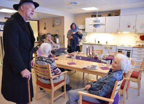 FEIRET: Solveig Storsveen (92) på Løten Helsetun synes det var en opplevelse å få hilse på Edvard Munch.