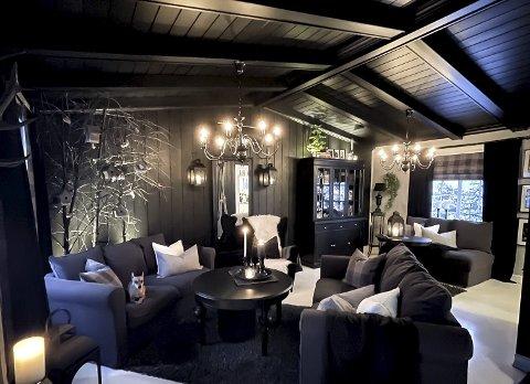 STILRENT: Bent Erlend og André Ousz-Holm har pusset opp alle rom i huset, og skapt sin egen elegante stil.