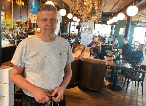 REAGERER: Restaurant- og bareier, Robert Lind.