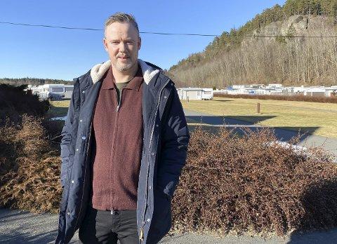 TIDLIG UTE: Driveren av Rognstranda Camping, Rolf Kenneth Lønnberg, opplever stor etterspørsel på leilighetene allerede nå. – Det er veldig tidlig. Til vanlig starter etterspørselen i mars, sier han.