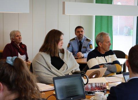 SAMARBEID: Politikontakt Pål Brandstorp var til stede under formannskapsmøtet sammen med SLT-koordinator Ranveig Hansen. Her skulle blant annet den nye samarbeidsavtalen mellom Øst politidistrikt og Rakkestad kommune behandles.