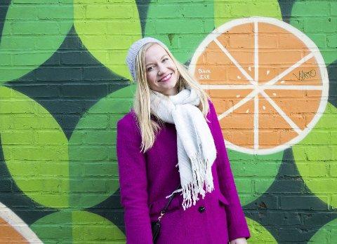 Siri Nybakk fra Dalselv, studerer seksualitet i San Francisco, og har engasjert seg i presidentkampen i USA. Foto: Vicky Inoue