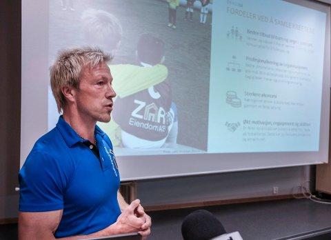 Bjørn Audun Risøy presenterte prosjektet FK Mo i Rana på et møte onsdag.