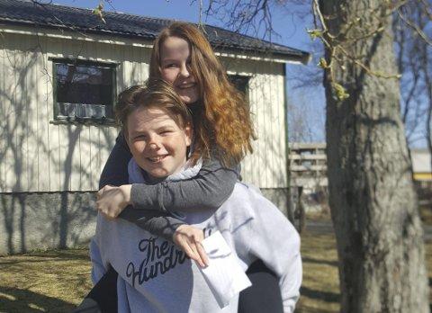 Konfirmanter: Paul-Adrian Paulsen og Ronja Staulen Larsen konfirmerer seg kirkelig i helga. Privat foto