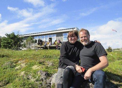 Grethe og Henning Friedrich: Ekteparet med sine barn driver Myken BnB Seng og Suppe og arrangerer Myken Kulturcamp 2018: foto: privat