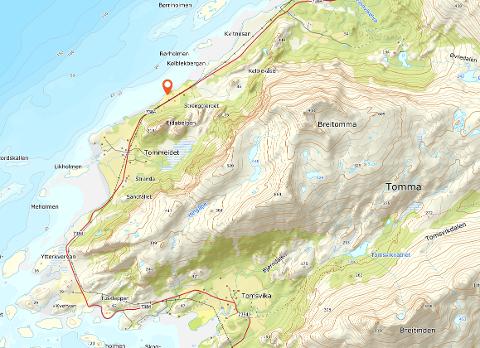 Den røde merkingen viser hvor Yttervold på yttersiden av Tomma ligger.