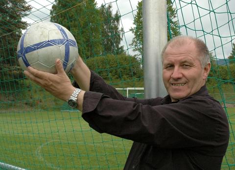 En ildsjel har gått bort: Arne Solli levde og åndet for fotball. 2. juledag døde han. Brøtningen ble 75 år.