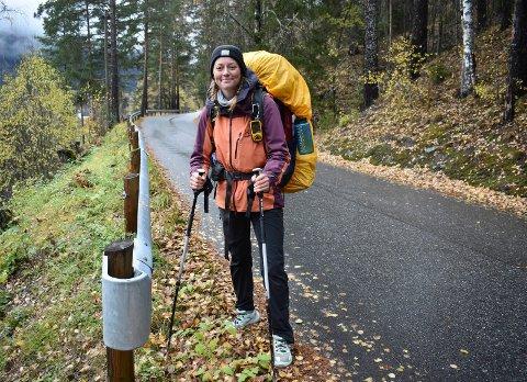 NORGE PÅ LANGS: Marie Vedvik Jensen (23)  har gått gjennom Norge siden 1.juli. Fra Nordkapp til Lindesnes. Noen vannblemmer og gnagsår, men hun har ingen planer om å stoppe vandringen til tross for 145 dager på farten.. Denne uka vandret hun gjennom Tinn.