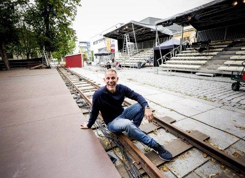 Fornøyd: Produsent og medregissør Henrik Amundsen i bymusikalen «Da verden kom på skinner» er i rute. – Vi har solgt minst like mange billetter som i 2016.  foto: Tom Gustavsen