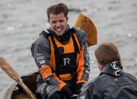 På vei mot Nordkapp: Robin Pay fra Nannestad er en av de 14 deltakerne i årets jubileumssesong av 71 grader nord. – Det tøffeste var å ikke vite hva som ventet oss når vi våknet, sier han. Begge Foto: Matti Bernitz