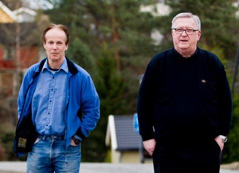 - POSITIVT: Det sier Per Orderud, her sammen med Tore Sandberg, etter funnet av våpenet.
