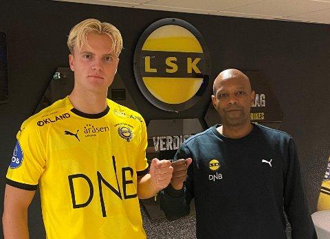 KLAR: Jonatan Braut Brunes (t.v) og LSKs sportssjef Simon Mesfin på Åråsen mandag kveld.