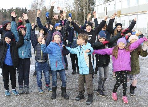 MYE BEDRE ENN FØR: Elevene på Sydskogen skole begynte på midlertidig modulskole i høst, og skal gå her fram til uke ni 2019. De er enige om at det meste tross alt er bedre på modulskolen enn på den gamle skolen.