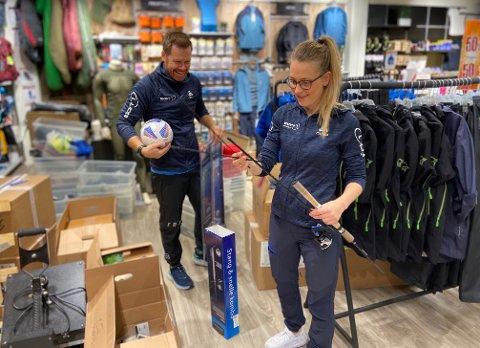 GLEDER SEG: Siri og Thomas Stabæk er nå klare for å åpne ny butikk. Det blir et større utvalg av blant annet fiskeutstyr.