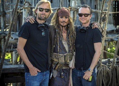 Godt samarbeid: – Johnny Depp er et unikum, mener Joachim Rønning (til venstre) og Espen Sandberg om stjernen.  FOTO: DISNEY