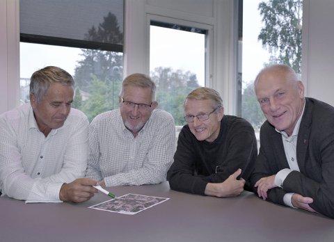 UTBYGGING: Øistein Svae (Sp), ordfører Svein Olav Agnalt (Ap), konsulent Ivar Egeberg og rådmann Per Egil Pedersen er svært fornøyd med avtalen om å planlegge stor utbygging av leiligheter i Meieribyen.