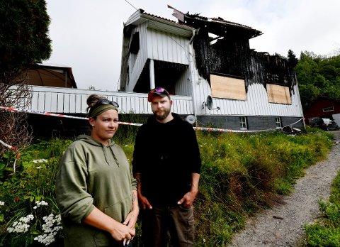 TOTALSKADD: Eneboligen til Tove Farstad og Michael Kilane ble totalskadd i brannen.