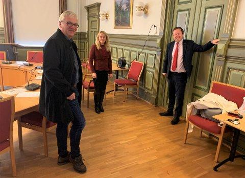 INFORMERTE: Ordførerne i Skien, Porsgrunn og Bamble informerte fredag om korona-situasjonen i de tre kommunene. Fra venstre: Hallgeir Kjeldal, Hedda F. Five og Robin Kåss.