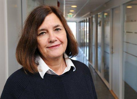 VURDERER: Grete Gjelten sier at det gjøres smittevernfaglige vurderinger fortløpende.