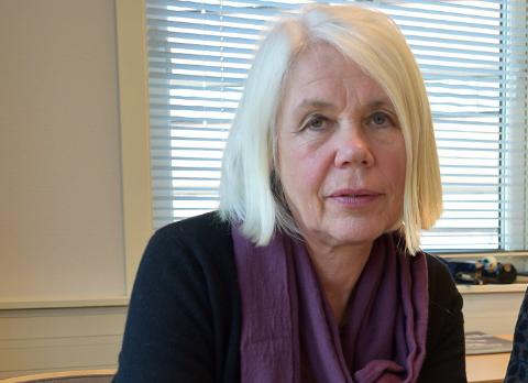KARTLEGGER: Kommunalsjef for helse og omsorg, Anne Grete Rønningsdalen kartlegger mulige ressurser som kan gå inn i omsorgsarbeidet under koronakrisen. Hun berømmer ansatte for innsats og rask omstillingsevne.