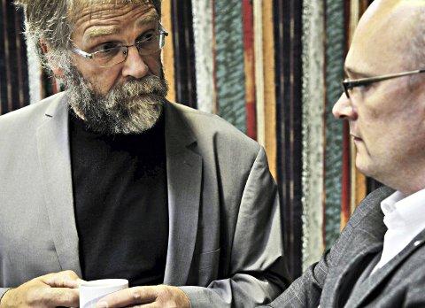 Erling Rød (til venstre) – her i samtale med tidligere styreleder og styremedlem Ståle Refstie – krevde hoderulling på KNHs havnerådsmøte i 2017. Han er ikke overrasket over den kritiske revisjonsrapporten. Arkivfoto
