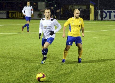 Seriefinale: Sindre Lillehaug (til venstre) og Smøla var best da de møtte Dahle i Parken nylig. Nå venter ny kamp - denne gangen på Smøla. Vinneren rykker opp i 4. divisjon.